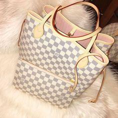 #Louis #Vuitton Azur Neverfull MM Bag. Louis Vuitton Handbag & LV Pouch in Azur and rose ballerine.