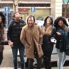 Nieve en cámara lenta con los compañeros de trabajo, solo falta @oscarribastorres 🤣❄️ #nievemadrid