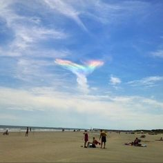 天使が空から降りてきた?日曜の空に出現した謎の光の正体は? - IRORIO(イロリオ)