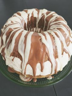 Sweet Desserts, Sweet Recipes, Delicious Desserts, Yummy Food, Baking Recipes, Cake Recipes, Bakery Supplies, Little Cakes, Easter Recipes