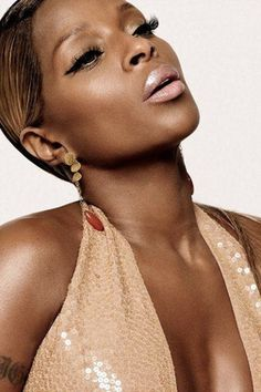 I need this pinkish-golden neutral look by Mary J Blige