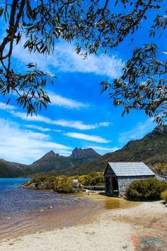 Walk around Cradle Mountain in Tasmania, Australia