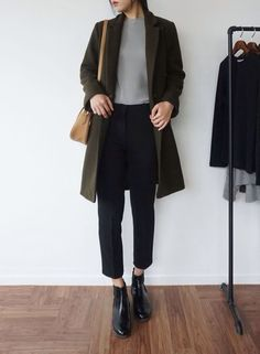 Minimalist Fashion Tips: 24 Womens Minimal Outfits - Biseyre - Minimalist Fashion Outfit ideas: Elevated Basics, womens minimal casual fashion - Mode Outfits, Winter Outfits, Casual Outfits, Fashion Outfits, Casual Shoes, School Outfits, Fashion Clothes, Dress Casual, Jackets Fashion