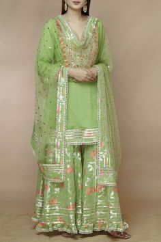 Buy Embellished Kurta Sharara Set by Gopi Vaid at Aza Fashions Beautiful Pakistani Dresses, Pakistani Dresses Casual, Shadi Dresses, Pakistani Bridal Dresses, Pakistani Dress Design, Pakistani Sharara, Pakistani Mehndi Dress, Beautiful Mehndi, Sharara Designs