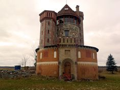 Silo converted into a castle - Elora, Ontario Don't know if I'd do this, but it pretty cool