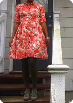 dang, what a cute dress. tempted to try to recreate it if I ever learn to sew.