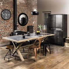 Industrial Decorating Ideas Perfect For Any Home Industrial interior design is a fabulous way to express yourself and improve the look of your home. Industrial Interior Design, Vintage Industrial Decor, Industrial Dining, Industrial House, Industrial Interiors, Industrial Furniture, Industrial Style, Sweet Home, Style At Home