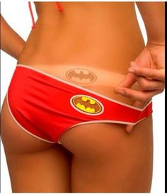 Batman Tan Line Logo Bikini. Ok if I actually went tanning I would have to have these. Because if you're gonna have tan lines, it might as well be the batman symbol :) Fashion Moda, Look Fashion, Nerd Fashion, Boy Shorts, Gym Shorts Womens, Essentiels Mode, I Am Batman, Batman Logo, Batman Stuff