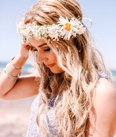 Beach bride's down wedding hairstyle with daisy flower crown corona halo  ♔ ☀