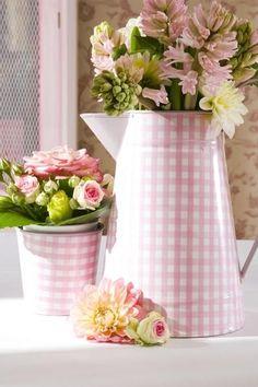 Gingham flowers  - inspiration via blossomgraphicdesign.com #boutiquedesign
