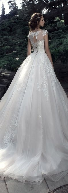 Milva 2017 Wedding Dresses – Sunrise Collection - Belle The Magazine Dresses Elegant, Pretty Dresses, Beautiful Dresses, Wedding Dress Trends, 2017 Wedding, Wedding Gowns, Bridal Skirts, Bride Gowns, Bridal Fashion Week