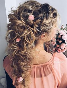 20 Soft and Sweet Wedding Hairstyles for Curly Hair 2019 festa 20 So. 20 Soft and Sweet Wedding Hairstyles for Curly Hair 2019 festa 20 So… 20 Soft and S Wedding Hairstyles For Long Hair, Up Hairstyles, Straight Hairstyles, Bridal Hairstyles, Hairdos, Curly Bridesmaid Hairstyles, Pretty Hairstyles, Bridal Updo, Hairstyle Ideas