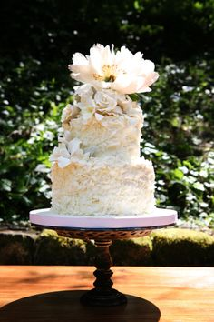 I don't know why...but I really fancy this wedding cake.
