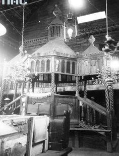 Zabłudów Synagogue - wooden bimah.