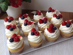 Cupcakes s ovocem a jogurtovým krémem - Víkendové pečení Brownie Cupcakes, Cheesecake Cupcakes, Fondant Cupcakes, Cheesecake Brownies, Mini Cupcakes, Cupcake Cakes, Easter Recipes, Dessert Recipes, Cap Cake