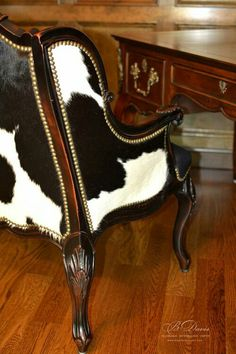 Western inspiration - a cowhide chair. Cowhide Furniture, Cowhide Chair, Western Furniture, Antique Furniture, Cool Furniture, Cowhide Decor, Library Furniture, Cabin Furniture, Rustic Furniture