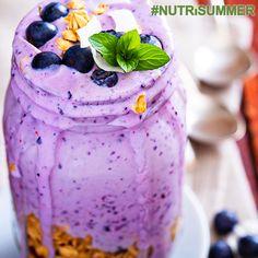 """Przepyszny, domowy, zimny i prosty w przygotowaniu jogurt to jest to czego potrzeba każdemu w tak upalny dzień :) """"Fioletowy Strzał"""" pobudzi Twój organizm do efektywnego działania, w każdych warunkach ;) Jest idealną przekąską również dla dzieci :) Składniki:  - 2 szklanki borówek - 2 łyżeczki miodu - ½ szklanki jogurtu naturalnego - sok z ½ cytryny - 3 kostki lodu  Orzeźwia równie mocno co pobudza! #NutriSummer #NutriBulletPolska #FestiwalSmaku #Fit #Fitness #Hot #Summer #Lato #Sexi"""