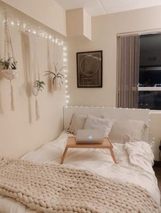Bedroom Decor For Teen Girls, Teen Room Decor, Room Ideas Bedroom, Small Room Bedroom, Bedroom Inspo, Diy Bedroom, Girl Bedroom Designs, Modern Bedroom, Cream Bedroom Decor