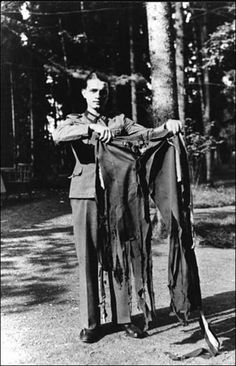 A soldier holding the trousers Adolf Hitler was wearing during the Valkyrie assassination attempt. Operation Valkyrie was a conspiracy planned by some German officers to eliminate Hitler and form a. Rare Images, Rare Photos, Vintage Photos, History Books, World History, World War Ii, Tudor History, Graf Von Stauffenberg, Operation Valkyrie