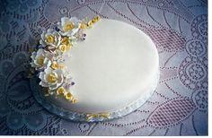 Wedding Cake for second time around.Retro 1990