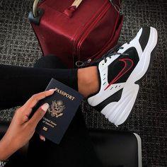 Nike Air Monarch IV Das Bild gehört mir nicht Outfits and shoes Nike Air Monarch, Moda Sneakers, Nike Sneakers, Sneakers Fashion, Fashion Shoes, Sneakers Women, Sneakers Workout, Nike Trainers, Nike Fashion