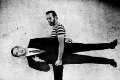 George Carlin - Love this photo! Make Em Laugh, Robert Kennedy, Roman Polanski, George Carlin, Funny Photography, Ray Charles, Stand Up Comedy, Comedians, Singer