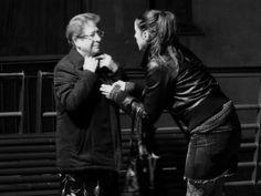 Complicidad entre #IngridRubio y una señora del barrio de las Oliveras en #SantaColomadeGramenet #Barcelona #LaEstrella