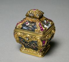 Small Box, c. 1750 England, mid-18th century agate with gold mounts, Overall - h:6.98 w:5.72 d:5.75 cm (h:2 11/16 w:2 1/4 d:2 1/4 inches). Gift of Howard F. Stirn 2009.74