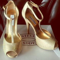 Heels Steve Madden platform stiletto strappy sandal with gold sparkle accent. Worn once for a wedding (approx 8hrs) Steve Madden Shoes Platforms