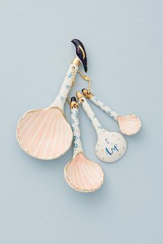 Bristol-based artist Liz Davies brings her sense of magical realism to the design for a set of charming measuring spoons in an intricate seashell design. Kitchen Utensil Set, Kitchen Decor, Kitchen Kit, Kitchen Supplies, Kitchen Tools, Kitchen Gadgets, Photos Folles, Trendy Mood, Anthropologie Home