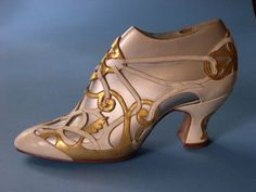 Lady's shoe by Claude Robert Wilkinson for Howlett & White Ltd, Norwich. White calf and kid leather, overlaid with gold leaf, c. 1926-1930.