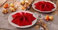 Servietten falten ist altmodisch? Stimmt nicht – mit der richtigen Anleitung entstehen wahre Tischkunstwerke.