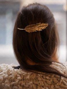 Golden feather hair clip. So pretty!