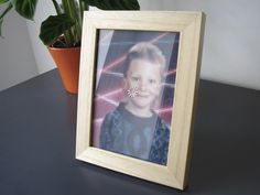 PLEASEWAIT® | The first photo frame for very bad resolution pics.