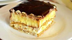 This easy graham cracker eclair cake recipe an easy, no bake dessert that's sure to impress the family every time! Make this ASAP and see! Eclair Cake Recipes, Cookie Recipes, Eclair Recipe, Chocolate Eclair Cake, Biscuits Graham, Romanian Desserts, Sweet Tarts, Eclairs, Savoury Cake