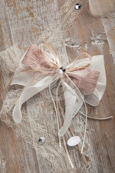 Shabby chic double bow wedding favor #rusticwedding #shabbychicwedding #weddingfavors