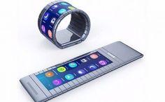 Caspita quanto riesce a piegarsi lo smartphone flessibile Moxi! Perbacco! Un prezzo di 680 euro è davvero tanto! E' vero che si tratta di uno smartphone totalmente flessibile (secondo me, più uno smartwatch ma mi attengo a quanto comunicato e stabilito dal produt #moxi #smartphone