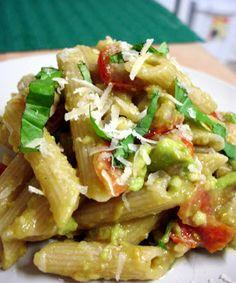 The Inner Life of Food: Macarrão com molho fresco de tomates e abacates