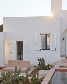 Spanish Bungalow, Villa, Spanish Design, Desert Homes, White Houses, Architecture Design, Beautiful Places, House Design, Instagram