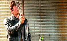 8. That Time Daryl Proved That A Crossbow Isn't His Only Asset In A Fight