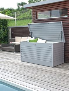 Ideal storage box to keep order in the garden. Garden Furniture, Outdoor Furniture Sets, Outdoor Stuff, Outdoor Decor, Folding Chairs, Shed Storage, Garden Boxes, Camping Equipment, Storage Solutions
