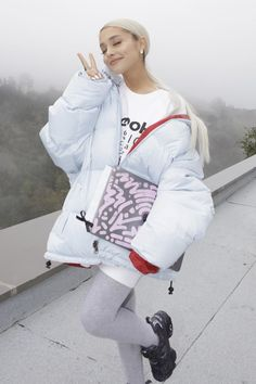 Ariana Grande wearing Karl Kani Kani Bubble Coat and Vetements X Reebok Instapump Fury Og Sneakers Ariana Grande 2018, Ariana Grande Outfits, Concert Ariana Grande, Ariana Grande Reebok, Ariana Grande Fotos, Ariana Grande Body, Ariana Grande Anime, Ariana Grande Drawings, Ariana Grande Freund
