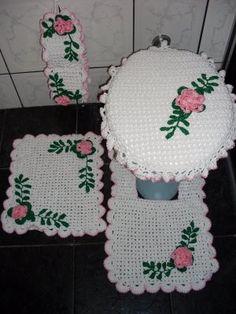 Jogo-tapetes-de-barbante-para-banheiro-Branco-com-flores-verdes-e-rosaARTESANATO PASSO A PASSO!