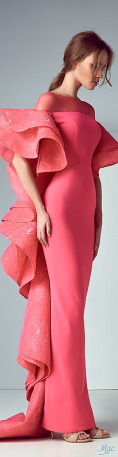 High couture dresses that will inspire you on your next design project. High Fashion, Fashion Show, Fashion Design, Couture Dresses, Fashion Dresses, Looks Style, Mode Inspiration, Beautiful Gowns, Gorgeous Dress