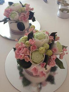 flower cakes