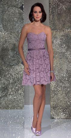 Isabel de Mestre - Evenings Abendkleider Kollektion 2016 (Art.15E023): Kurzes Abendkleid in in Flieder mit Spitze - ideal für eine Hochzeit, z.B. als Brautjungfernkleider.