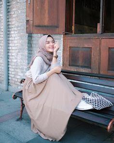 29 combination trick hijab for women 29 Modern Hijab Fashion, Street Hijab Fashion, Hijab Fashion Inspiration, Muslim Fashion, Casual Hijab Outfit, Hijab Chic, Style Hijab Simple, Islamic Girl, Hijab Fashionista