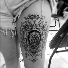 Love ornate framed portraits as thigh tattoos