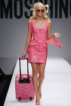 I love this Barbie themed Moschino collection for by Jeremy Scott from Milan Fashion Week. The models walked down the runway to Aqua's 'Barbie Girl' tune. Pink Fashion, Fashion Week, Runway Fashion, Milan Fashion, Moschino, Vogue, Mode Rose, Dress Skirt, Bodycon Dress