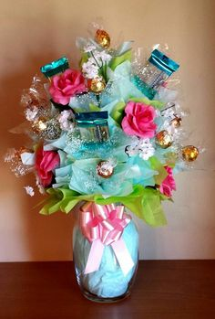 Learn how to make candy bouquets – Candy Bouquet Designs books. Start Candy Bouquet and Gift Basket Business or Do it for a hobby! Valentine Gifts, Holiday Gifts, Christmas Gifts, Valentine Gift Baskets, Santa Gifts, Christmas Candy, Craft Gifts, Diy Gifts, Candy Boquets